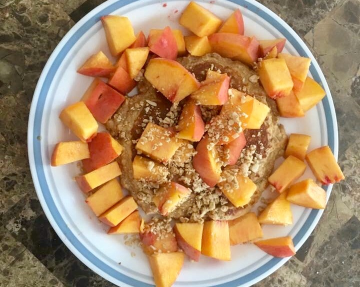 PROTEIN PANCAKES BREAKFAST HEALTHY MACROS RECIPE FOOD COOKING COOK KITCHEN GYM FITNESS EASY QUICK PEACHES FOODIE
